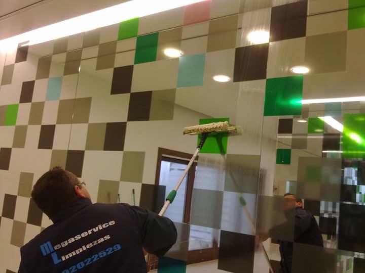 Limpiza de cristales y espejos en Madrid