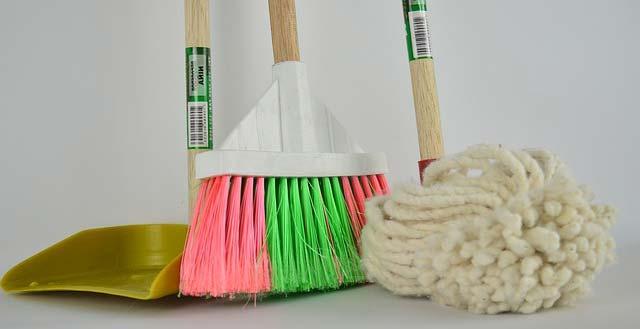 utensilios para la limpieza de mantenimiento