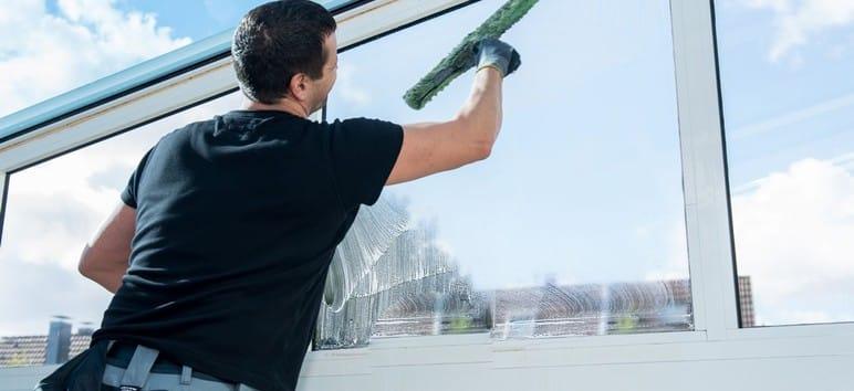 limpieza de los cristales de las ventanas