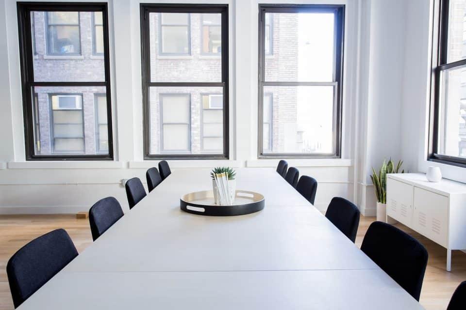 empresa_limpieza_oficinas_mesa