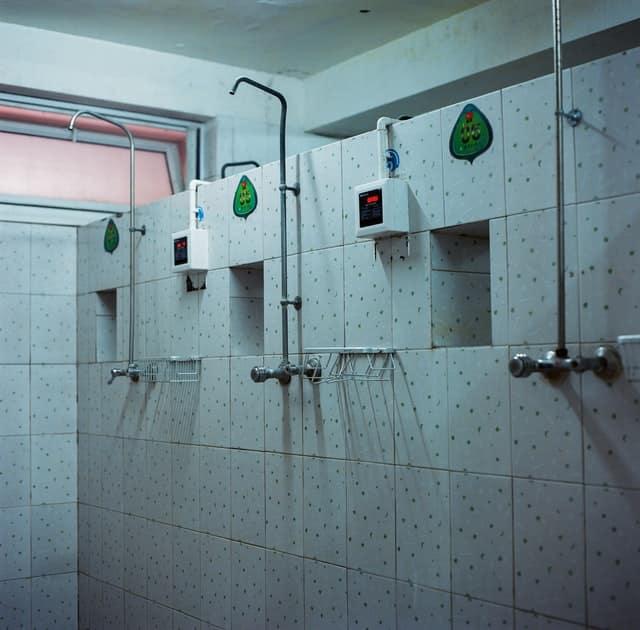 limpieza-vestuarios-duchas-piscina-municipal
